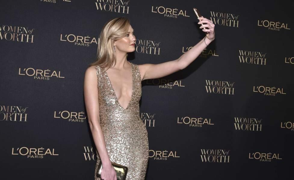 Une tenue qui valait bien un petit selfie non ?