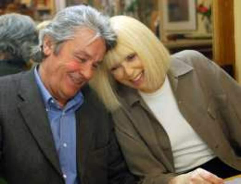 Dans la série Frank Riva (2003-2004), Alain Delon retrouve sa Mireille Darc sur France 2