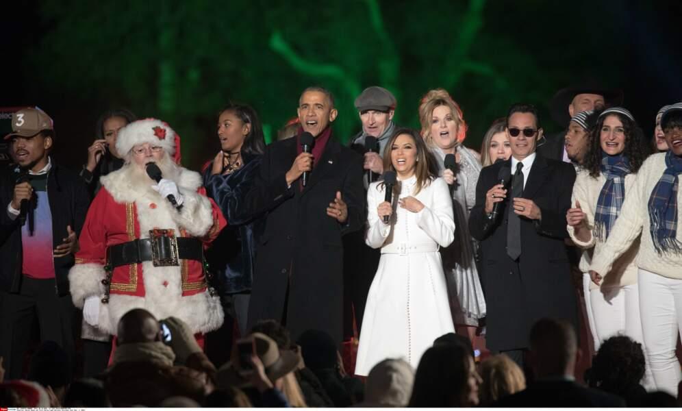 Pendant ce temps, Barack chante avec Chance the Rapper, le Père Noël et Eva Longoria