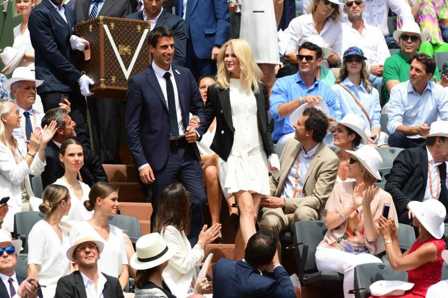Nicole Kidman et Tony Estanguet ont escorté la Coupe des Mousquetaires sur le court Philippe-Chatrier