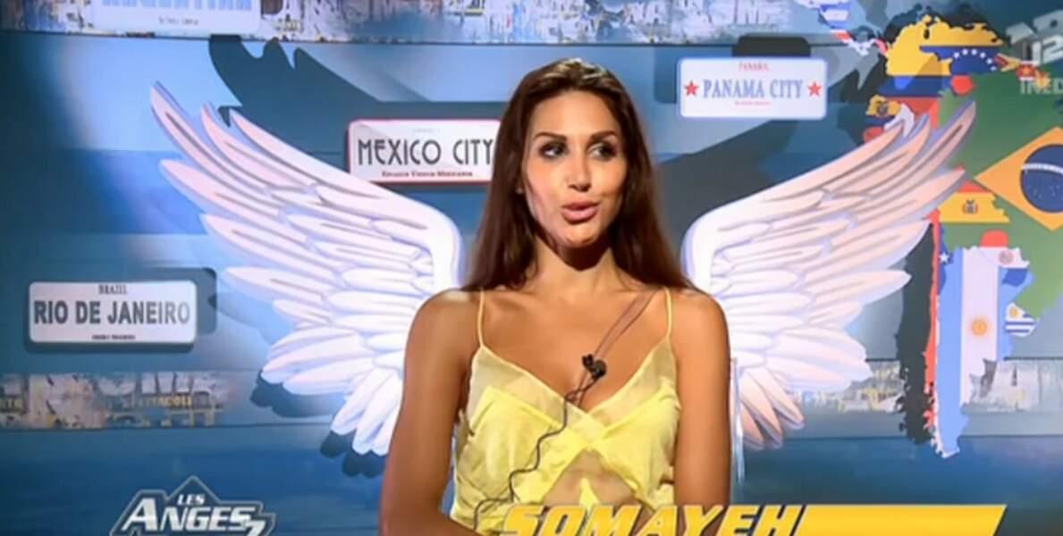 Sexy, le petit top jaune de Somayeh dans Les Anges