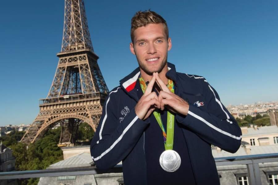 Le sportif soutient la candidature de Paris 2024. Et avec un minois pareil, nous, on voterait bien pour lui !