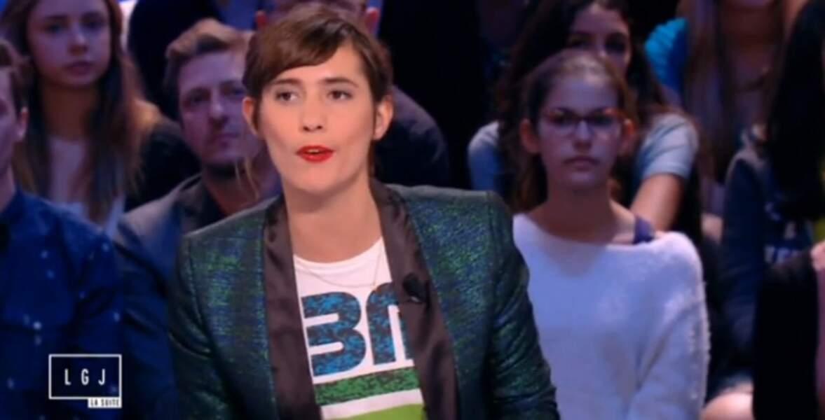 Mêmes tons avec la tenue rock'n'roll de Mathilde Serrell !
