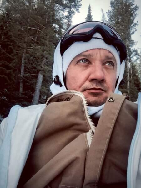 Jeremy Renner vit à la montagne, et il adore ça