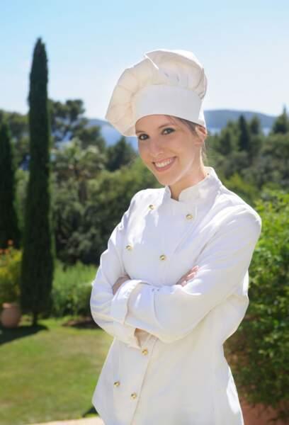 Léa François (Barbara) en habit de chef cuisinier
