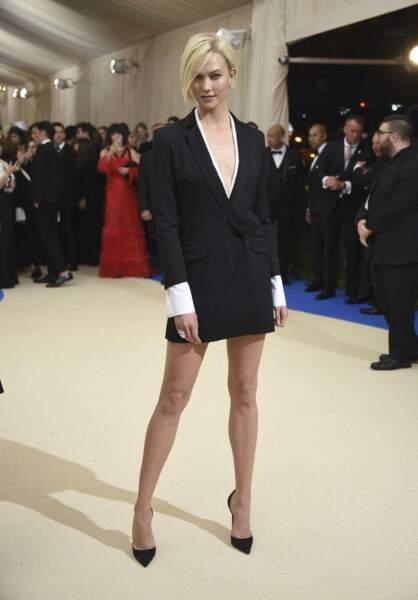 Karlie Kloss s'est pris une veste.