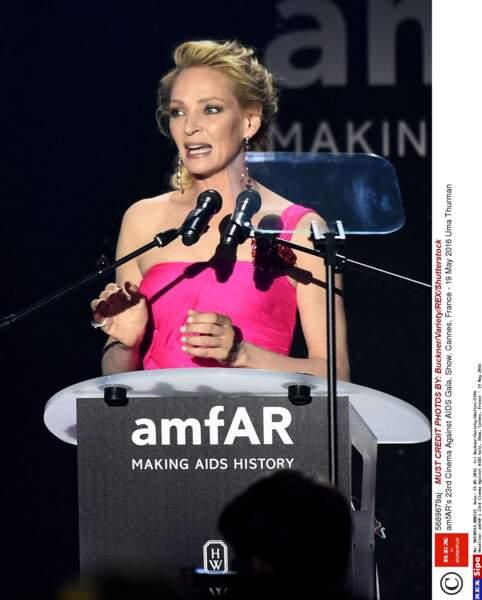Superbe en rose flashy, Uma Thurman a aussi fait un discours