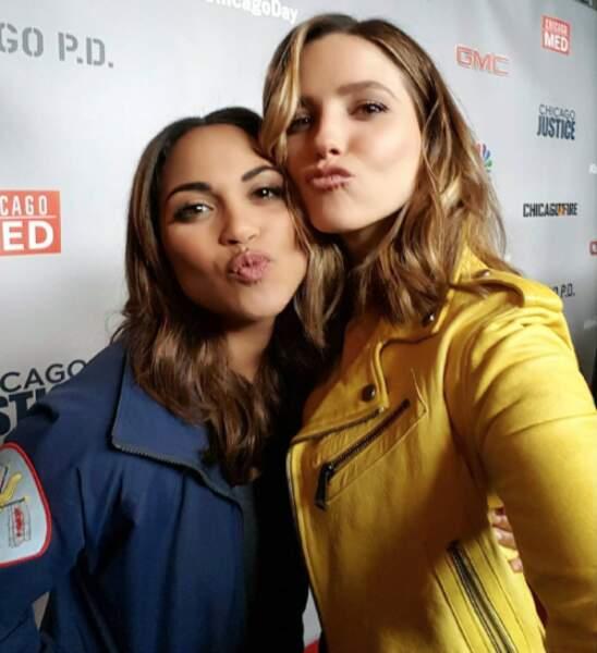 Selfie sexy avec Monica Raymond de Chicago Fire Department