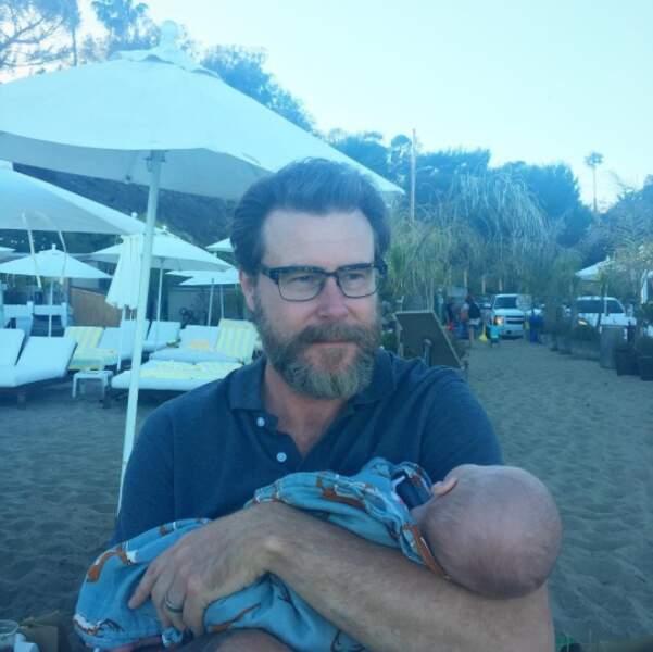 Première sortie pour Beau, le bébé de Dylan McDermott et Tori Spelling.