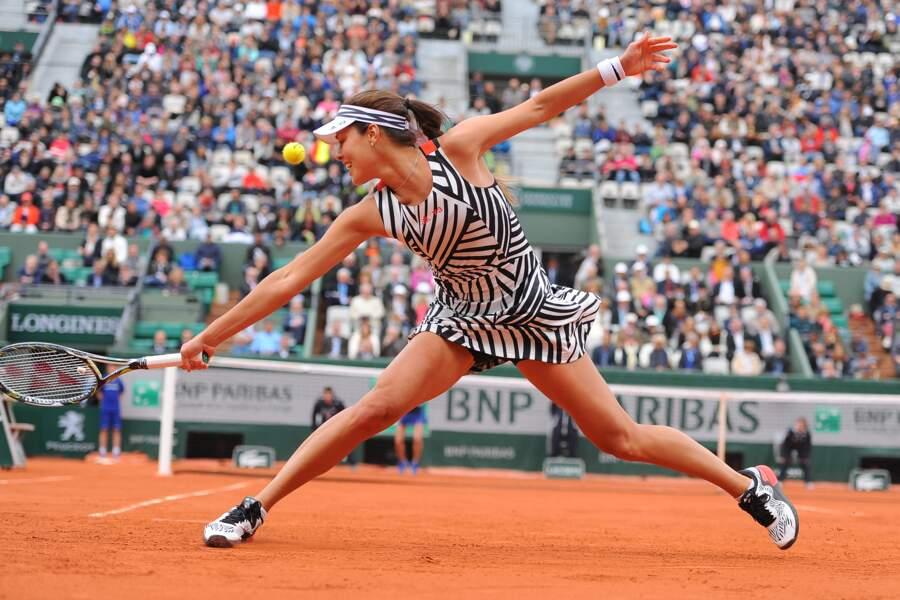 Même avec une tenue originale (ridicule), Ana Ivanovic reste sublime #jalousie