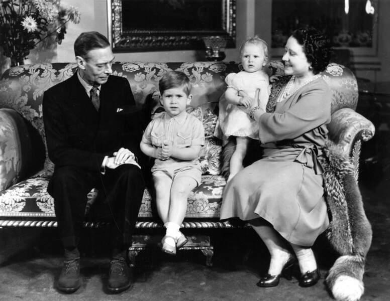 Papy George VI et Mamy la reine Elizabeth sont heureux grâce à leurs deux petits-enfants