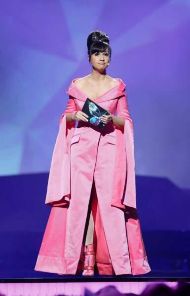 Petra Mede, maîtresse de cérémonie, avait choisi un total look rose. Trop trop de rose, en fait.