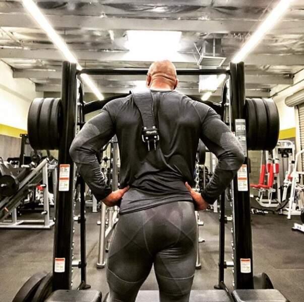 The Rock, Dwayne Johnson, nous a montré ses belles fesses musclées