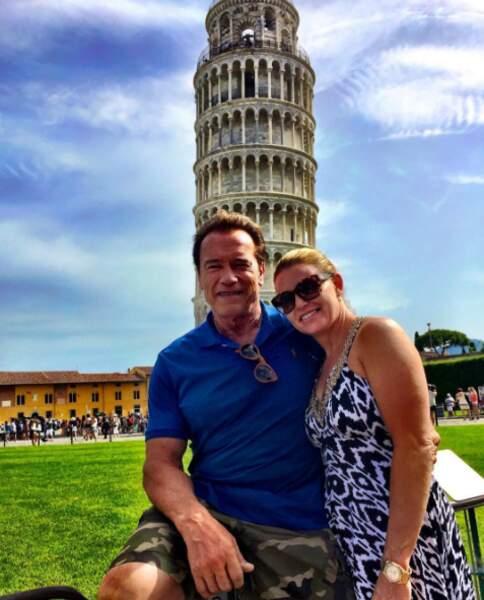 Pas très loin de là, d'autres ont préféré la dolce vita italienne ! Schwarzy et sa femme Maria étaient à Pise.