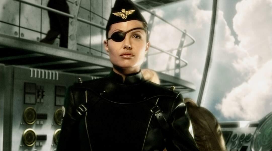 Pilote émérite dans Capitaine Sky et le monde de demain (2003)
