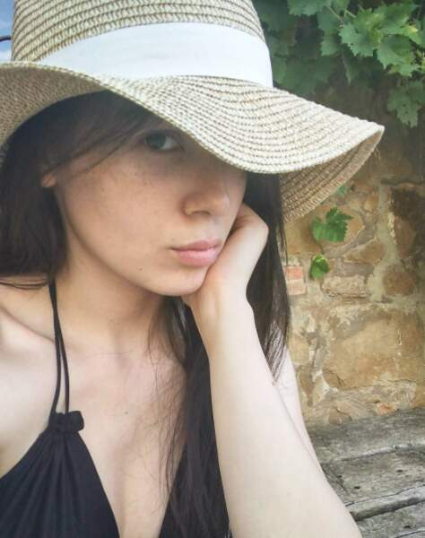 D'origine vietnamienne, elle a fait ses études à Toulouse.