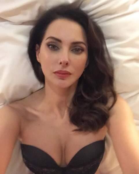 Petit selfie en lingerie pour Frédérique Bel.