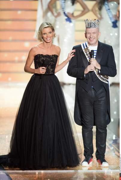 … le président du jury arbotait fièrement l'écharpe de Mister Gaultier