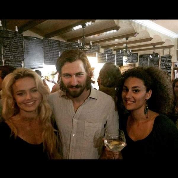 Elle n'a pas pu résister à faire une photo avec l'interprète de Dario à la soirée d'anniversaire...d'Emilia Clarke
