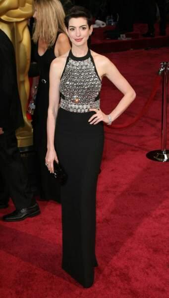 Anne Hathaway et sa coupe garçonne sur le tapis rouge !