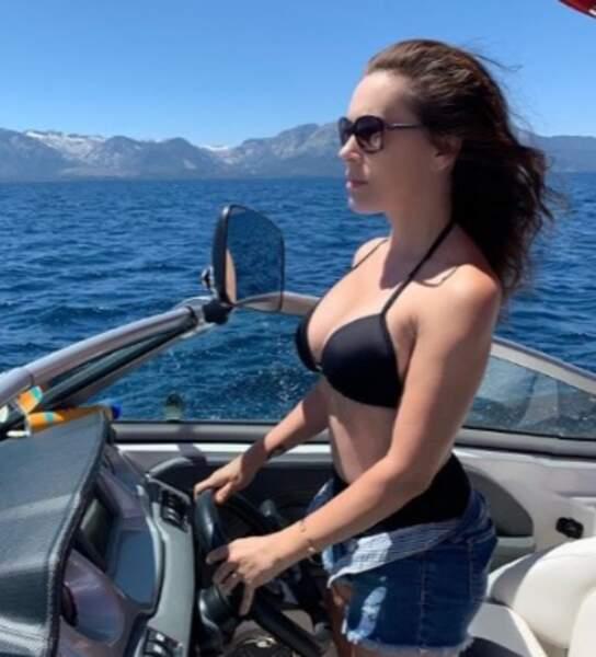 Tut tut, Alyssa Milano a pris les commandes sur le Lac Tahoe.