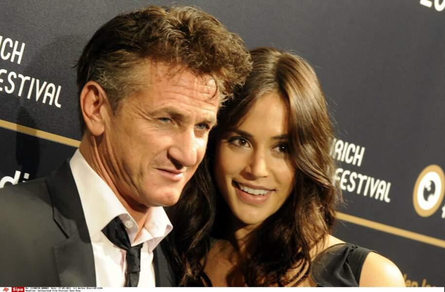 Un an après son divorce d'avec Robin Wright, Sean Penn tombe dans les bras de Shannon Costello en 2011