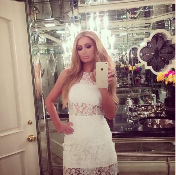 Paris Hilton ne lâche JAMAIS son téléphone...