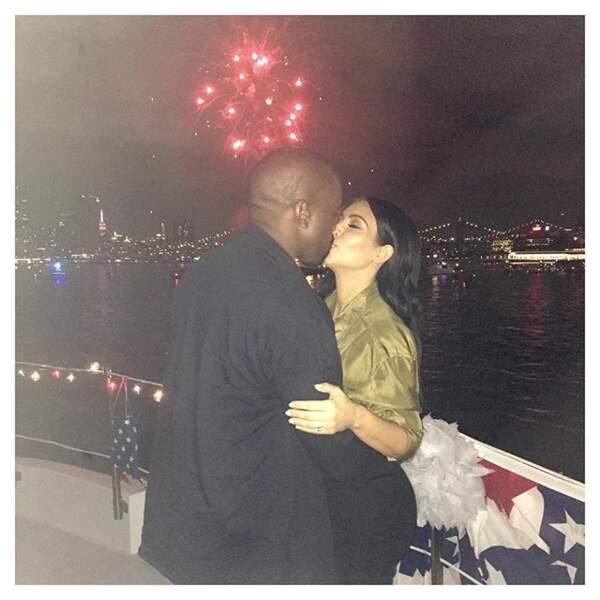 Trop mimi cette photo de Kim Kardashian et Kanye West qui fêtent le jour de l'indépendance des USA.