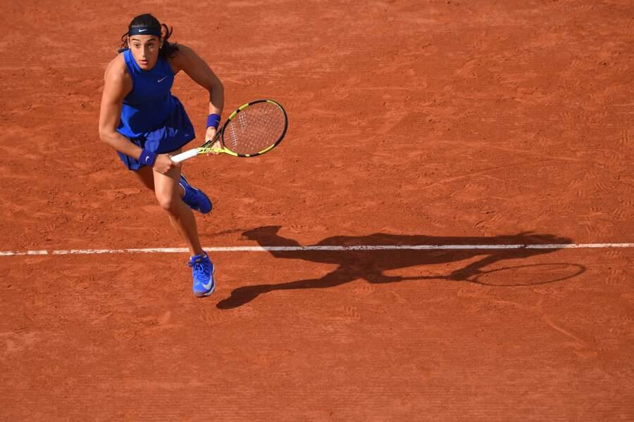 Caroline Garcia a tout compris à la mode avec cette tenue bleu Klein qui ravive les courts