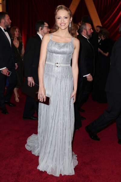 Teresa Palmer, blonde sur tapis rouge