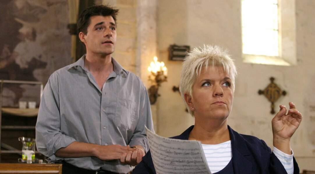Il interprète Camille, un curé, dans la saison 8 de Joséphine, ange gardien (2004) avec Mimie Mathy.
