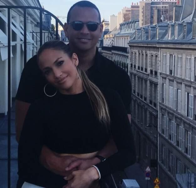 Escapade en amoureux à Paris pour Jennifer Lopez et son chéri, le sportif Alex Rodriguez