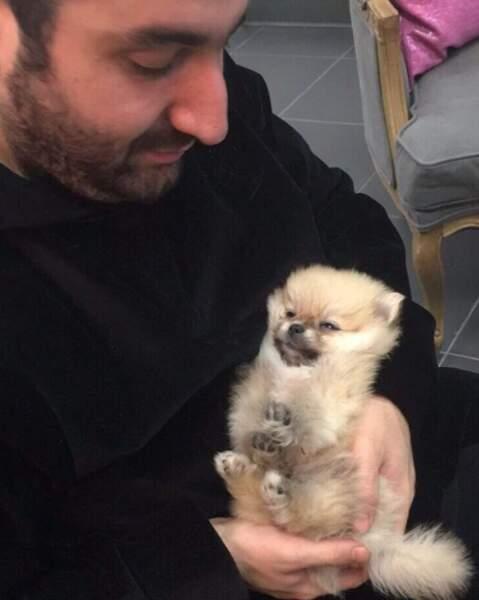 Il n'est pas adorable le chien de Mouloud Achour ?