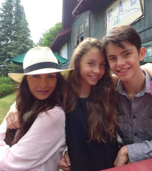 Trop chou : Catherine Zeta-Jones et ses deux enfants, Carys et Dylan.