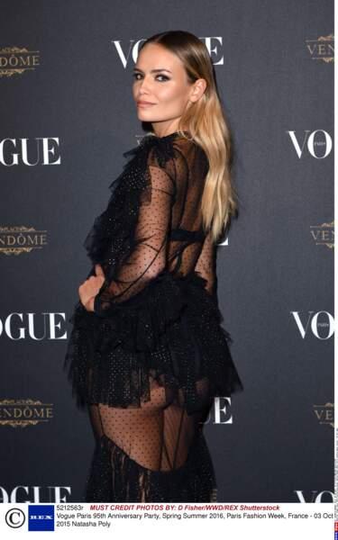 Natasha Poly aime les robes courtes et transparentes