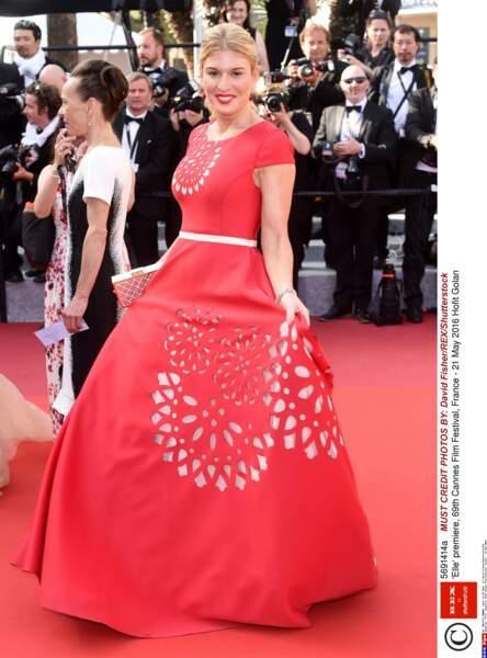 Hofit Golan a récupéré le tapis rouge de l'année 2015 pour faire sa robe