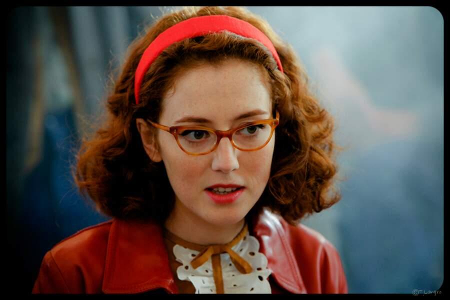 Femme à lunettes…