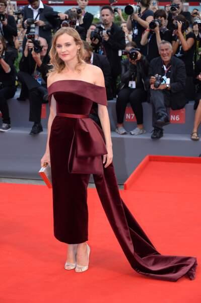L'actrice portait une robe de velours signée Boss