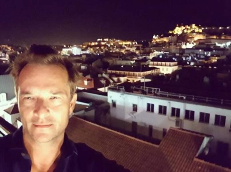David Hallyday, lui, a fait un selfie flou à Lisbonne.