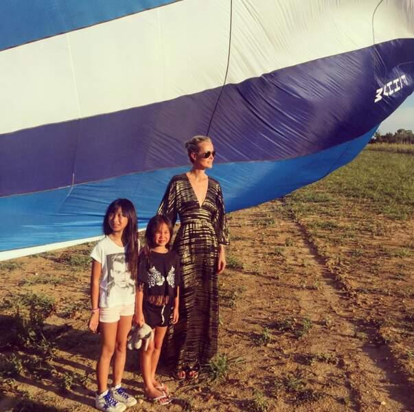 Tout comme Laëticia Hallyday, ambiance montgolfière avec Joy et Jade !