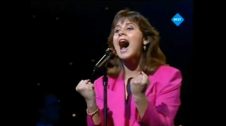 """La même année, Lara Fabian interprète """"Croire"""" pour le Luxembourg"""