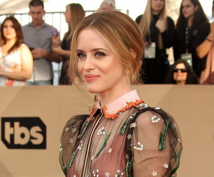 Claire Foy, sacrée meilleure actrice de télévision pour The Crown, est rayonnante