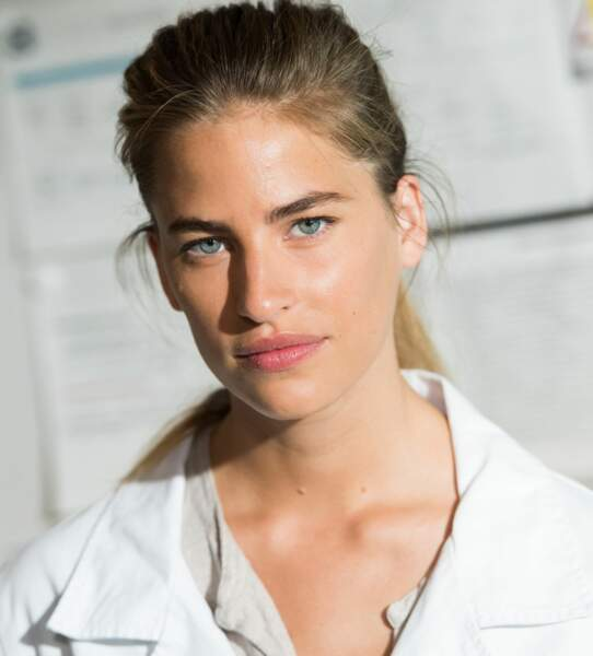 Victoire Lazzari (Solène Hébert), sœur de Sandrine, est interne à l'hôpital