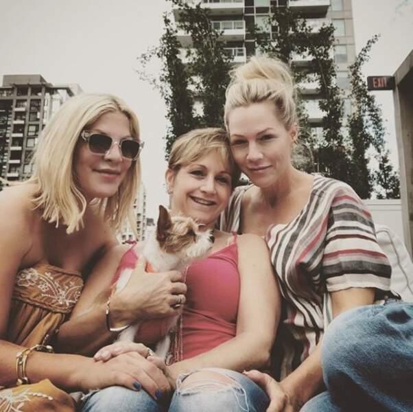 Les actrices de la nouvelle version de Beverly Hills 90210 posent sans maquillage