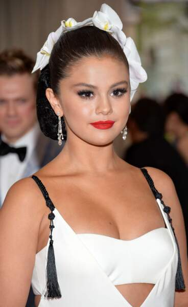 Toujours en tenue blanche, voici Selena Gomez !