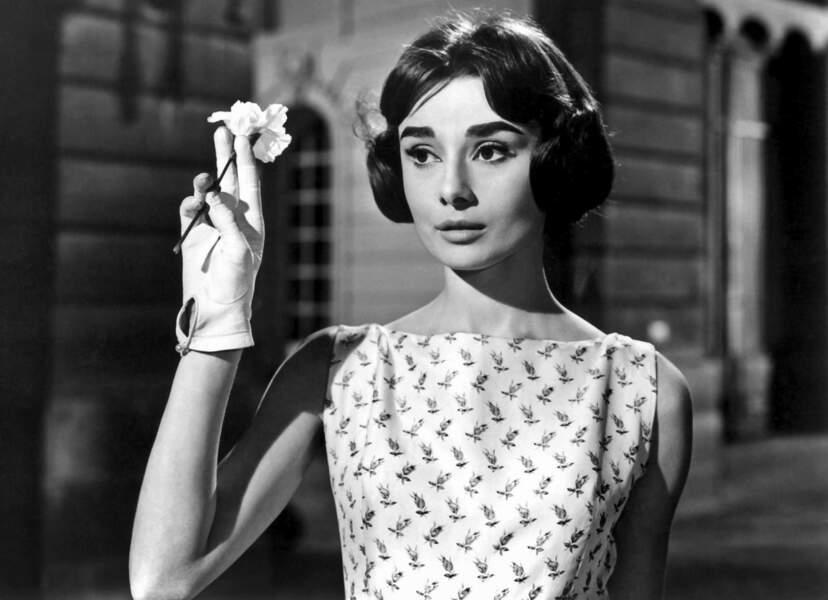 """Audrey aimait Paris et plusieurs de ses films s'y déroulent. Ici c'est pour """"Ariane"""" de Billy Wilder en 1957 ..."""