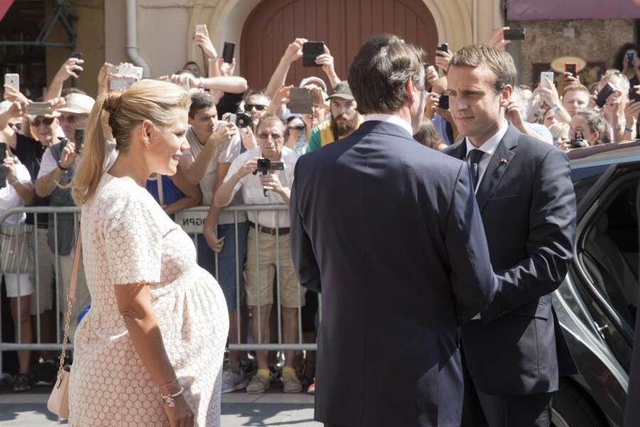 Laura Tenoudji avec son mari Christian Estrosi et le président Emmanuel Macron sur la place Massena à Nice