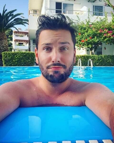 Selfie piscine en Crète pour Maxime Guény.