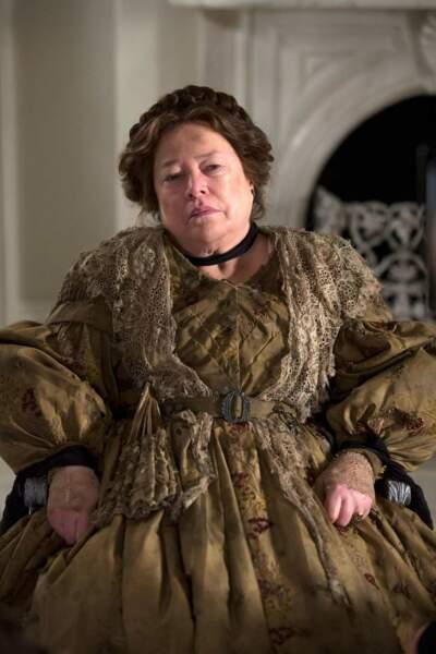 Tout comme sa collègue, Kathy Bates nous terrifie dans American Horror Story (mais uniquement depuis la saison 3)
