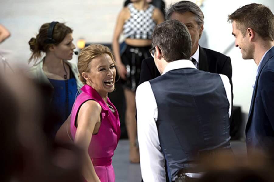 Kylie Minogue, Antoine de Caunes et Robert Pattison en pleine discussion après l'émission